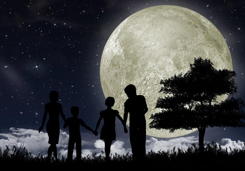 Senderismo nocturno con niños en Supertribus