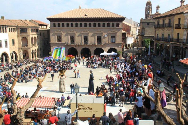 Fiesta Gigantera en el Poble Espanyol