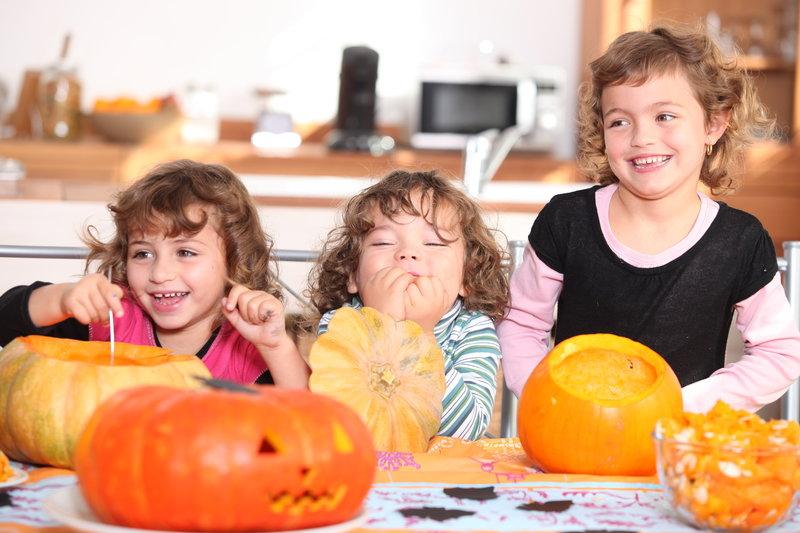 Preparar una calabaza para Halloween con los niños