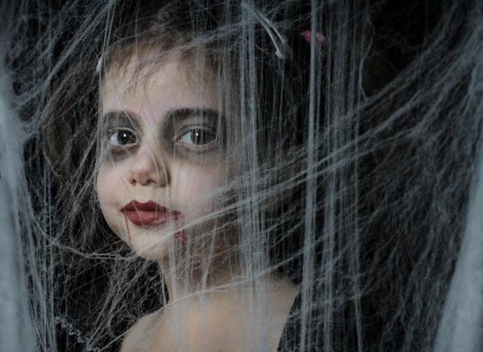 Maquillaje de Niña Vampira para Supertribus