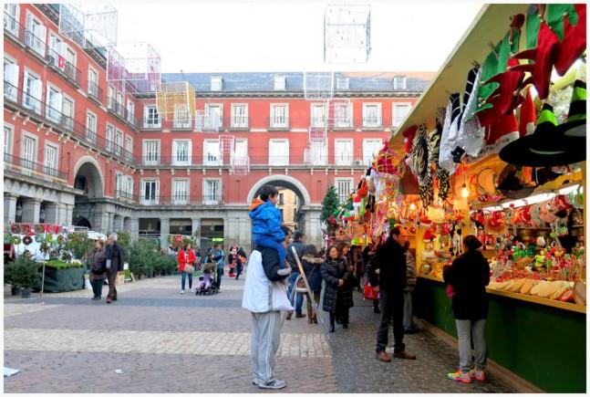 """El Mercadillo de Navidad de la Plaza Mayor, Madrid: Foto de """"M. Martín Vicente"""" (Flickr)"""