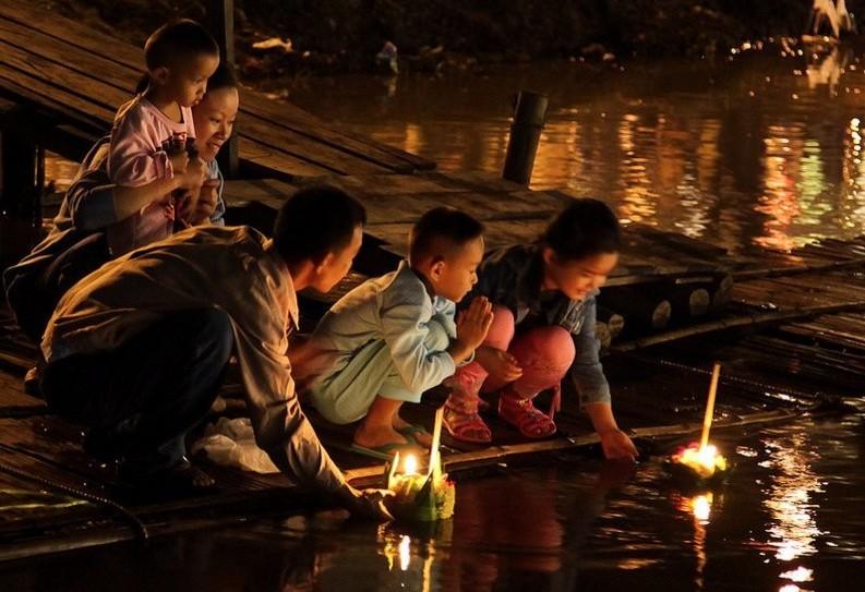 Loi Krhatong, Tailandia: Foto de John Shedrick (Flickr)