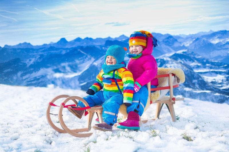 Montar en trineo con niños