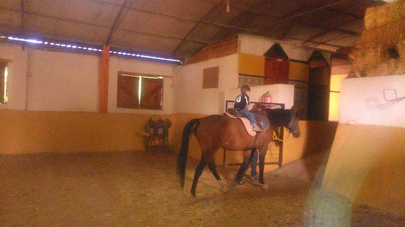 Montando a caballo en la Granja El Álamo