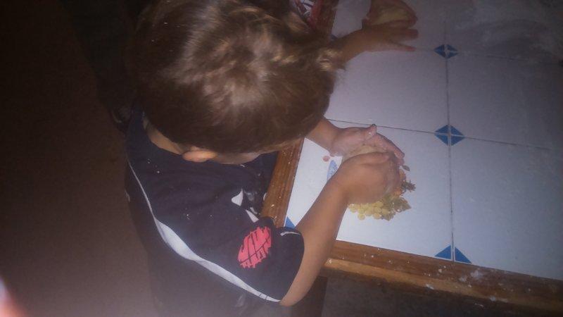 Haciendo galletas con los niños en la Granja El Álamo