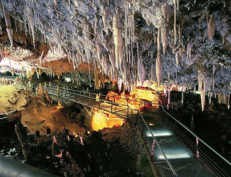 Cueva El Soplao en Supertribus Cuevas y Grutas Espectaculares de España