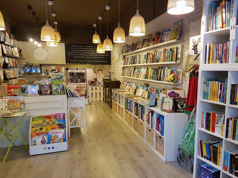 Llibreria Cuca de Llum en Esplugues de Llobregat. Librerías Infantiles con Encanto.